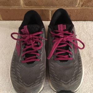Brooks Ravenna running shoes grey pink women's 6.5